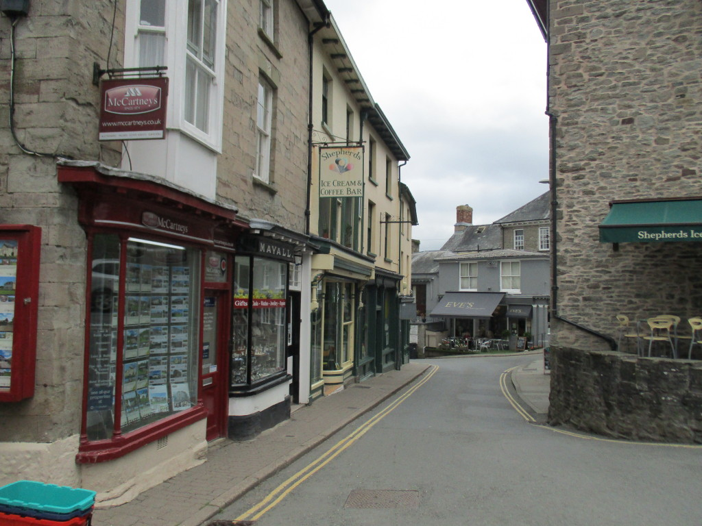 Hay-on-Wye, quiet street